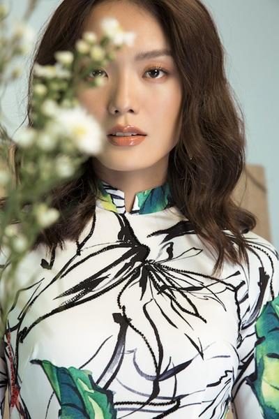 Áo dài họa tiết cánh chim, lá cây của Liên Hương - 5