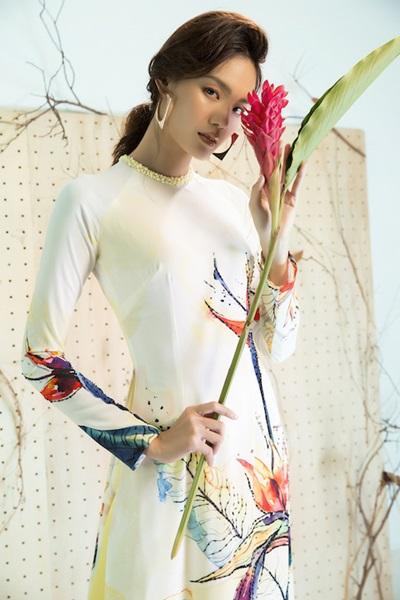 Áo dài họa tiết cánh chim, lá cây của Liên Hương - 7