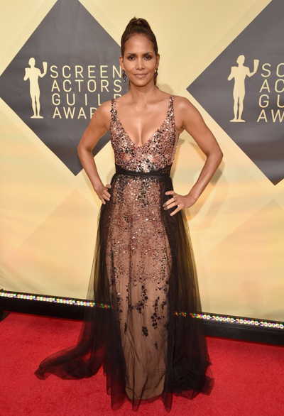 Halle Berry trên thảm đỏ SAG Awards 2018.