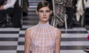 Váy couture trong suốt lộ cơ thể của Dior