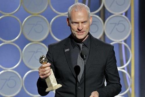 Martin McDonagh nhận giải khi phim của ông thắng ở Quả Cầu Vàng.