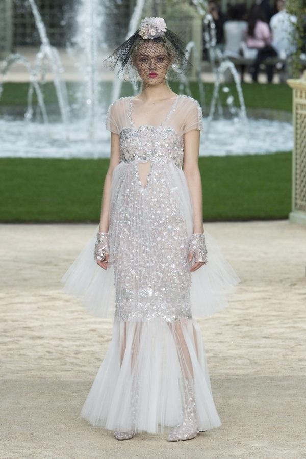Chanel dựng khu vườn làm sàn diễn Xuân Hè 2018
