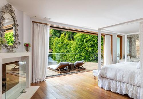 Ngôi nhà ở Malibu của Pamela Anderson chỉ cách Los Angeles khoảng 45 phút lái xe và được xem là vị trí nghỉ lý tưởng dịp cuối tuần ở California.