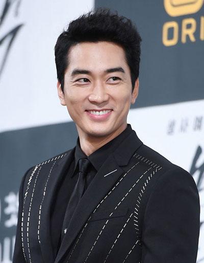 Trong khi đó Song Seung Hun chủ yếu hoạt động ở Hàn Quốc. Anh đóng hai phim là Nhật Ký Saimdang   và Black,