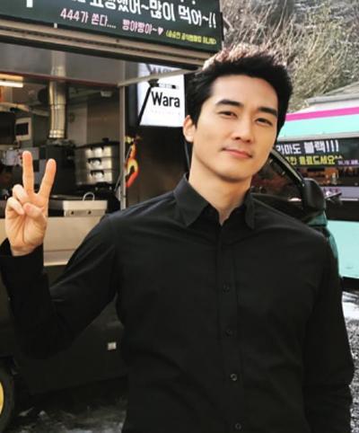 Hình ảnh được Song Seung Hun chia sẻ trên trang cá nhân gần đây. Hôm 25/1, anh thông báo chia tay Lưu Diệc Phi vì hai người bận rộn lịch trình riêng, không có thời gian vun đắp tình yêu.