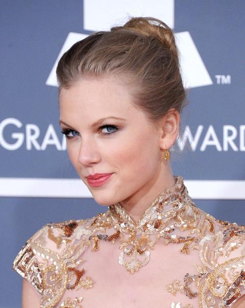 Những kiểu trang điểm đẹp qua các mùa Grammy
