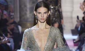 Dàn mẫu hở ngực với váy xuyên thấu trong show Elie Saab