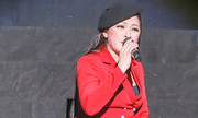 Khán giả Hà Nội nán lại đến 0h nghe Như Quỳnh hát