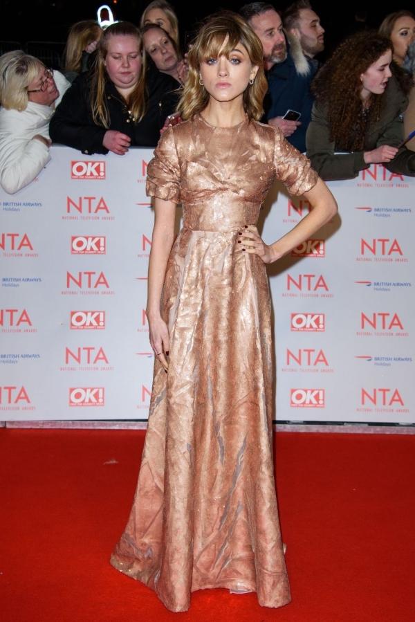 Bella Hadid đẹp nhất tuần với đầm xuyên thấu