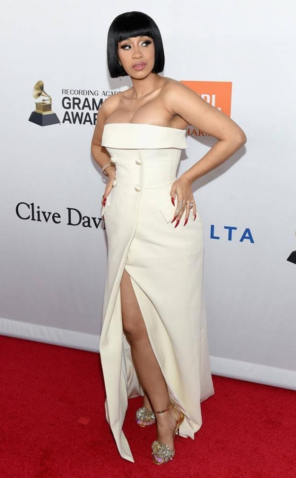 Mỹ nhân Ấn Độ để hở áo ngực trong tiệc tiền Grammy