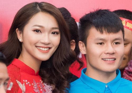 Ngọc Nữ, người đẹp đạt giải gương mặt khả ái của Hoa hậu Hoàn vũ Việt Nam 2017 có mặt để ủng hộ Quang Hải.