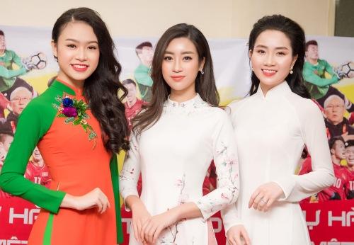 Người đẹp truyền thông của Hoa hậu Việt Nam 2016 Như Vân (trái) và người đẹp Lan Hương.