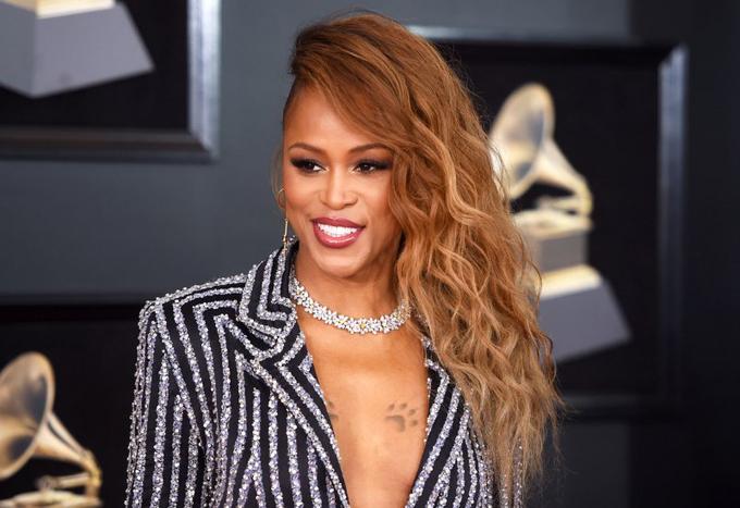 10 ngôi sao trang điểm đẹp nhất Grammy 2018