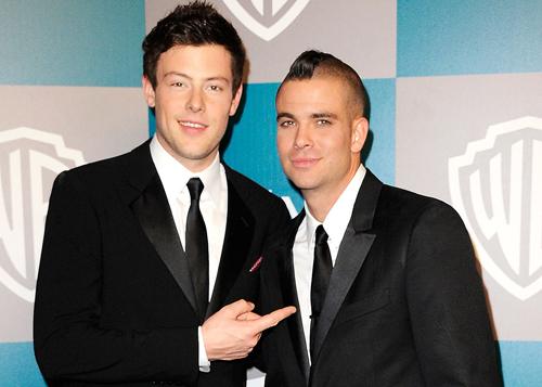 Cory Monteith và Mark Salling (phải), hai ngôi sao bạc mệnh của loạt phim Glee.