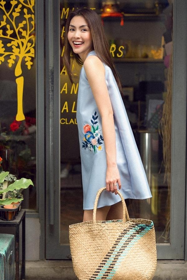 Tăng Thanh Hà diện váy hoa tôn dáng