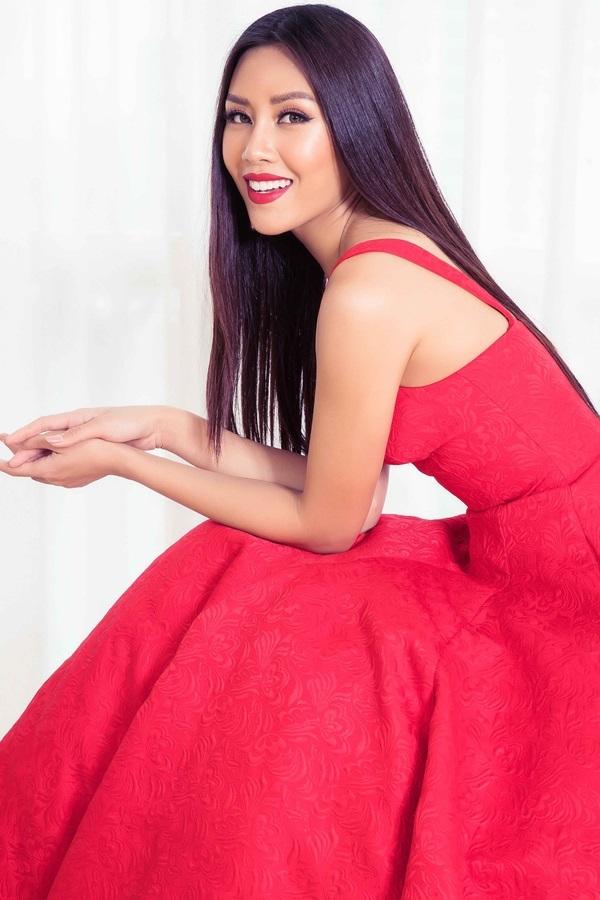 Dàn mỹ nhân Việt đọ sắc cùng Hoa hậu đẹp nhất Thế giới 2008