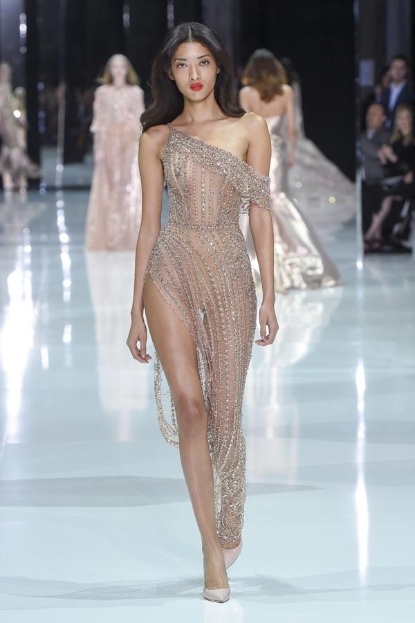 Những bộ cánh hở bạo ở Tuần thời trang cao cấp Paris