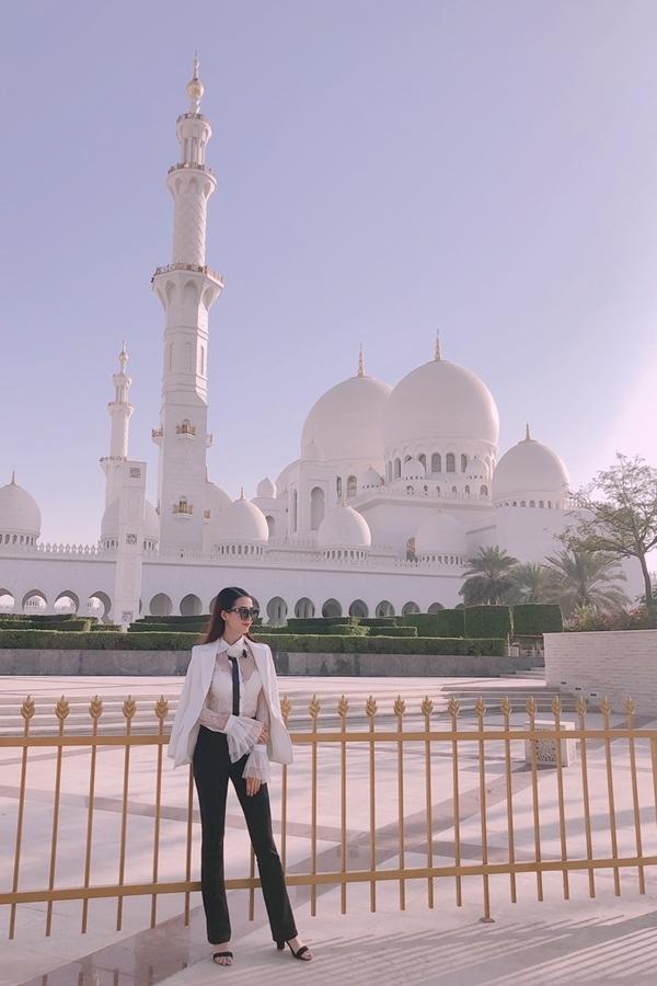 Phan Thị Mơ dạo trực thăng ở Dubai