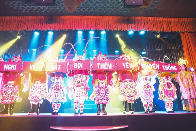 Hồng Ánh cổ vũ họa sĩ trẻ triển lãm về nghệ thuật hát bội