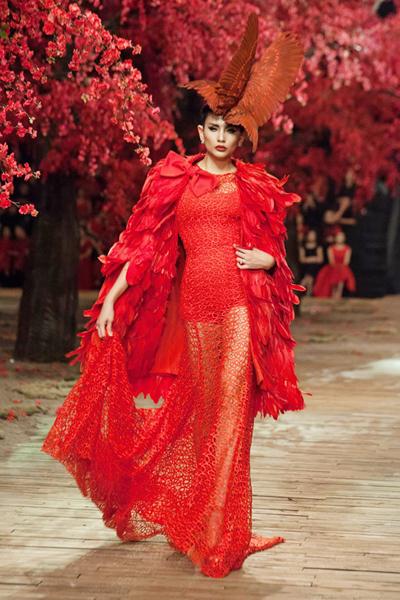 Siêu mẫu Võ Hoàng Yến trong show The Muse 2 của Đỗ Mạnh Cường.