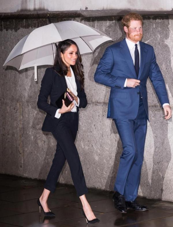 Vợ sắp cưới của hoàng tử Harry đẹp nhất tuần với suit đen