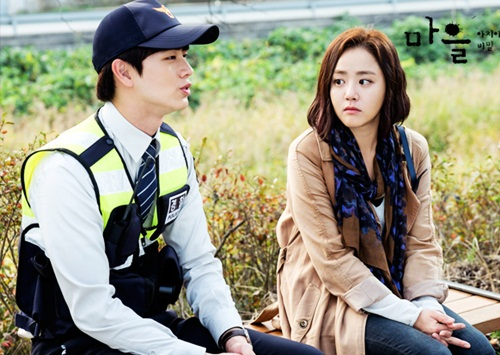 Năm 2015, Moon Geun Young lại gây sốt khi đóng chính trong phim truyền hìnhBí mật của làng Achiara (The village: Achiaras secret) -thuộc thể loại trinh thám, kinh dị - có mô típ lạ và khó đoán đến tận phút cuối. Diễn viênvào vai cô giáo So Yoon - từ Canada về Hàn Quốc khi nghe tin bà ngoại qua đời và nhận được bức thư kỳlạ từ làng Achiara. Những vụ giết người hàng loạt tại ngôi làng tưởng bình yên nàykhiến cô và cảnh sátWoo Jae (Yook Sung Jaeđóng) quyết địnhtìm ra chân tướng sự việc.Vai diễn giúp Geun Young đoạt Nữ diễn viên phim ngắn xuất sắc và Top 10 ngôi sao tạiSBS Drama Awards.