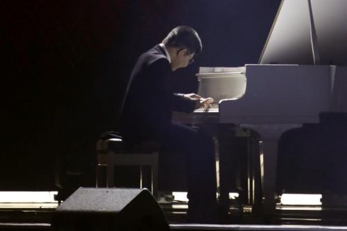 Tiếng đàn của cậu bé đang theo họcchuyên ngành Piano Jazz mangđến nhiều cảm xúc cho khán giả.