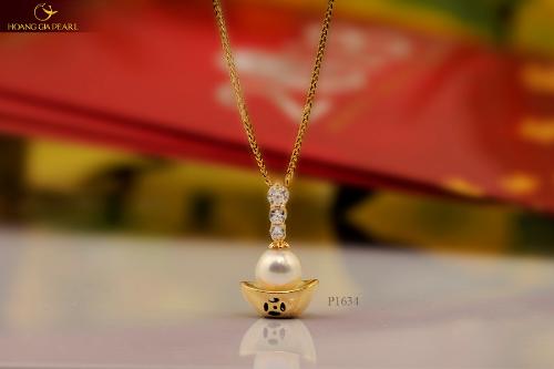 Kim Bảo Ngọc lộng lẫy được Hoàng Gia Pearl chế tác thành chiếc mặt dây chuyền tinh tế cho phái đẹp