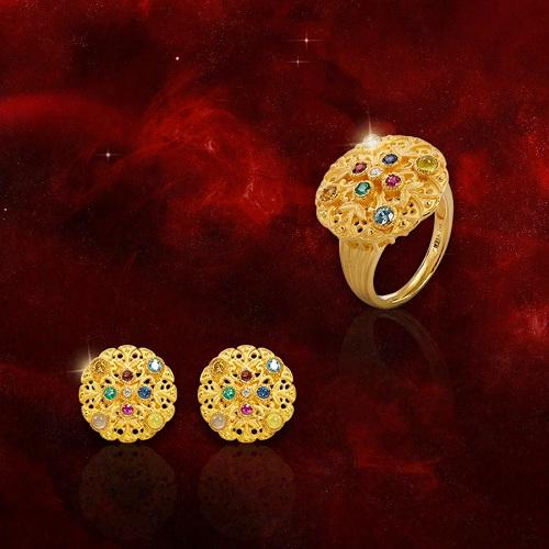 Một chiếc nhẫn, hoa tai mang biểu tượng ngôi saomang đến vận may, vạn sự hanh thông. Trong khi đó món trang sức mang biểu tượng đồng xu vàng lại tượng trưng cho tài lộc;nữ trang điểm xuyến 9 loại đá quý bồi đắp sự hưng thịnh vĩnh cửu.