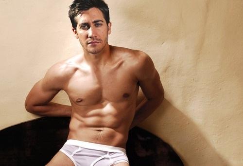 Jake Gyllenhaal sinh năm 1980, cao 1,8 m.