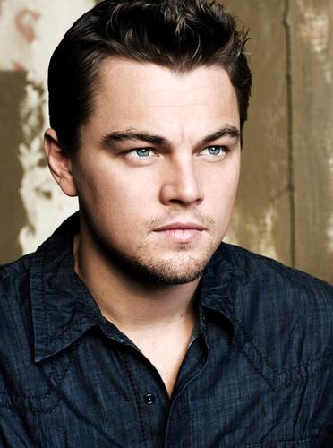 Leonardo DiCaprio sinh năm 1974, cao 1, 83 m.