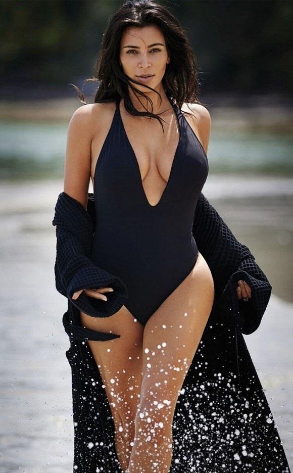 "<p class=""Normal""> Kim Kardashian sinh năm 1980, cao 1,59 m.</p>"