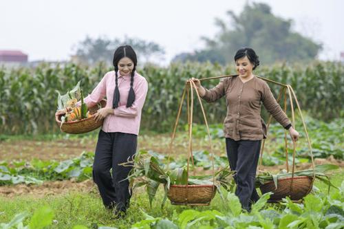 NSND Lan Hương vào vai bà mẹ tảo tần trong MV mới của Lương Nguyệt Anh.