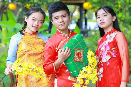 Diễn viên Minh Khang (giữa), Nhã Thy (phải)... đóng MV.