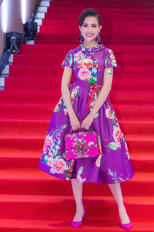 Phạm Hương, Diệp Bảo Ngọc mặc gợi cảm ở hội xuân