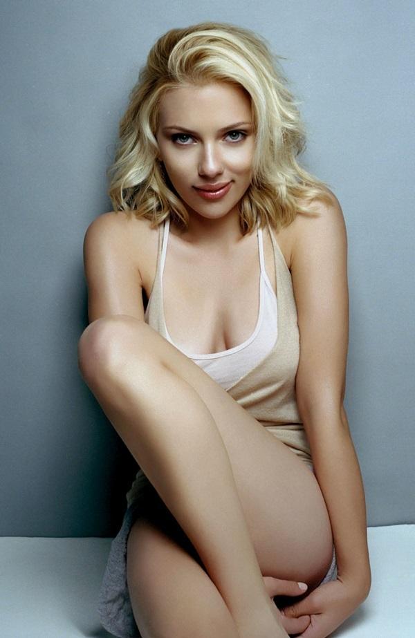 """<p class=""""Normal""""> Diễn viên Scarlett Johansson, sinh năm 1984 với chiều cao 1,6 m.</p>"""