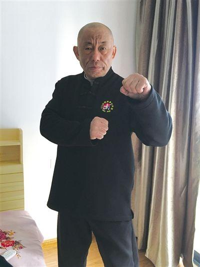 Thôi Minh Vỹ duy trì thói quen rèn võ thuật ở tuổi lục tuần.