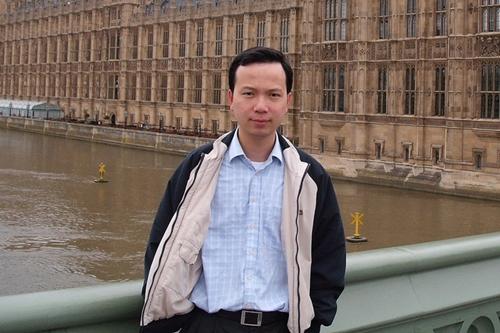 Nhạc sĩ Trần Lê Quỳnh sinh năm 1978, nổi tiếng với các ca khúc