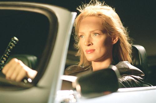 Uma Thurman trong cảnh lái xe của Kill Bill.