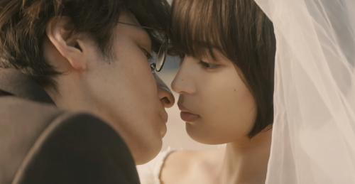 Một cảnh lãng mạn trong phim.