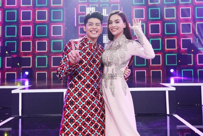 Dàn sao Việt xúng xính áo dài hát nhạc xuân