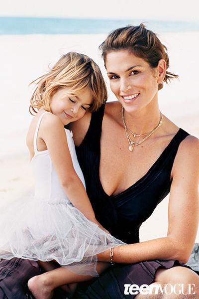 Kaia Gerber hồi nhỏ và mẹ - siêu mẫu Cindy Crawford.