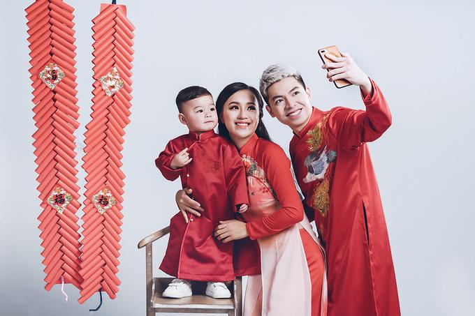 DJ Tít chụp ảnh áo dài với chồng và con trai