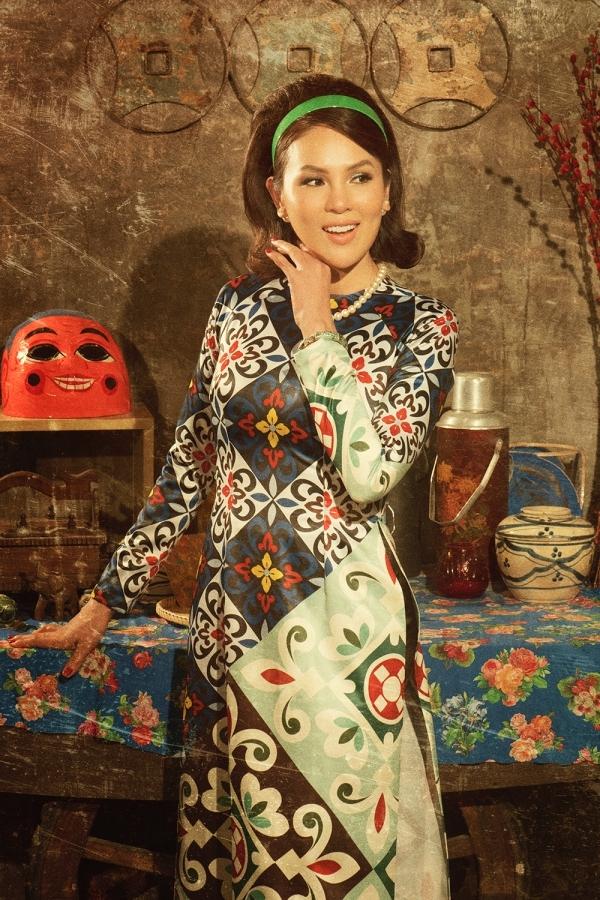 Hoa hậu Phương Lê hóa quý cô thập niên 1960