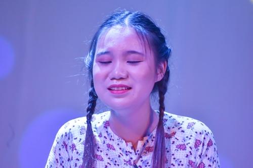 Con gái Trịnh Kim Chi vào vai cô gái quê ngây thơ, thật thà.