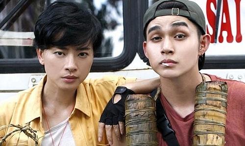 Về quê ăn Tết là vai chính đầu tiên của Jun Phạm (phải) trên màn ảnh rộng.