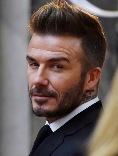 David Beckham đã nghỉ hưu từ lâu, dành nhiều thời gian chăm sóc con để vợ có thời gian phát triển dòng thời trang riêng.