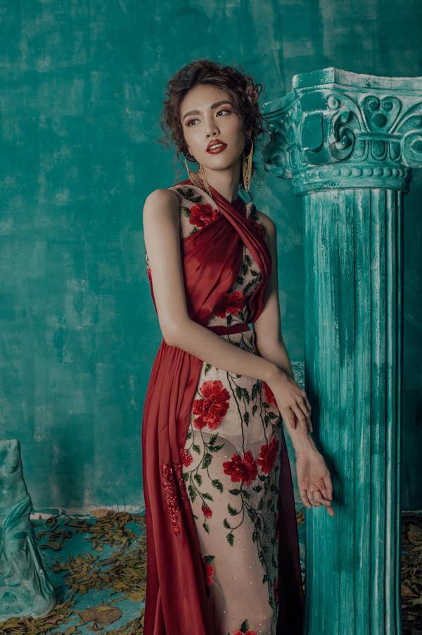 Lan Khuê, Ngọc Anh diện loạt trang phục họa tiết