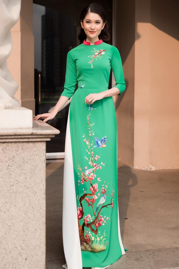 Á hậu Thùy Dung diện áo dài cách điệu, họa tiết hoa xuân