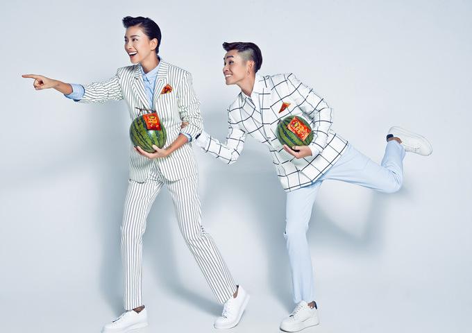 Ngô Thanh Vân ăn diện nam tính chụp ảnh Tết cùng học trò